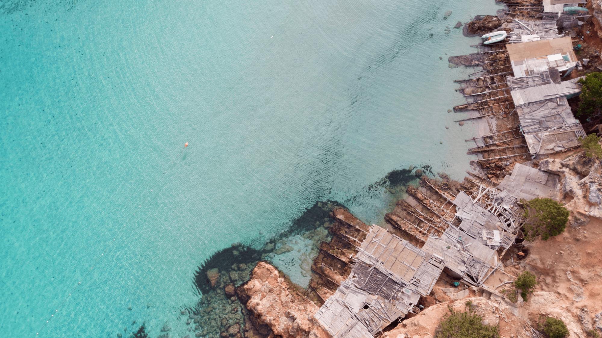 La costa vicino a Cala Saona