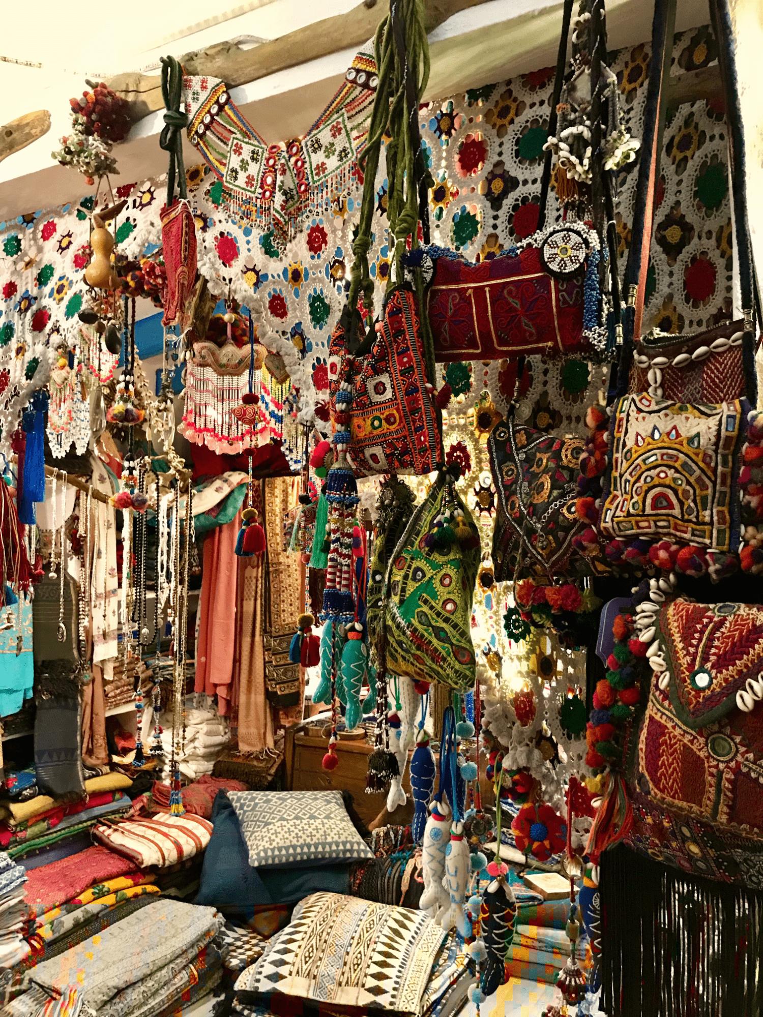 Affascinante negozio tra la chiesa e il mercato di Sant Francesc