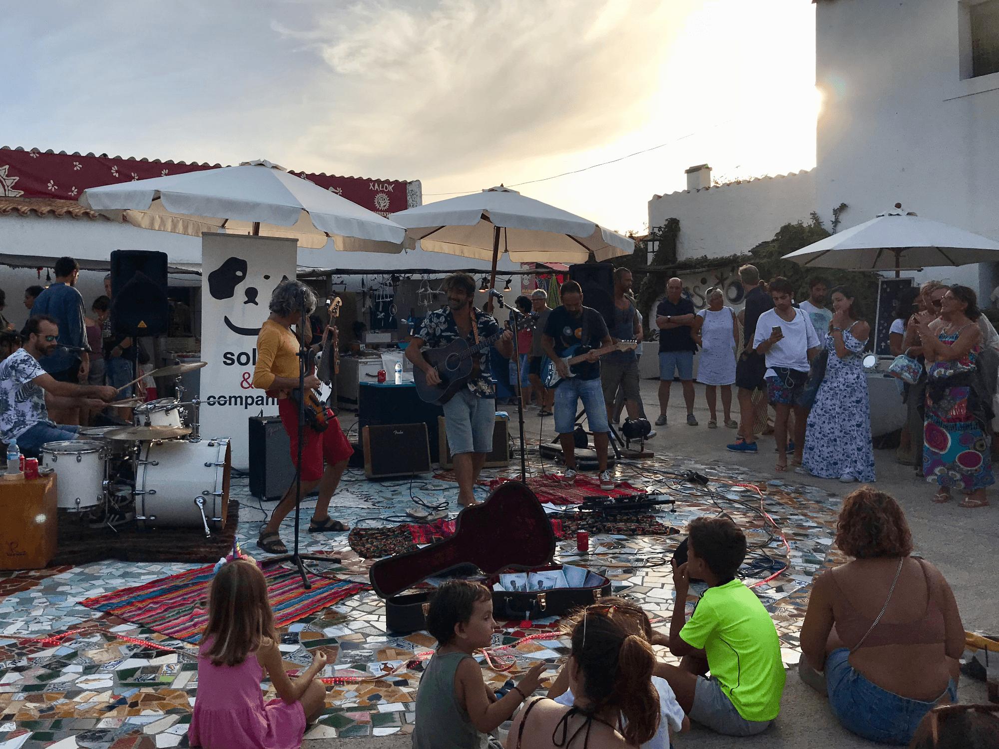 Il mercatino hippy a El Pilar del la Mola