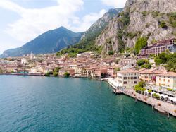 Limone sul Garda: between blue lake and yellow citrus fruits